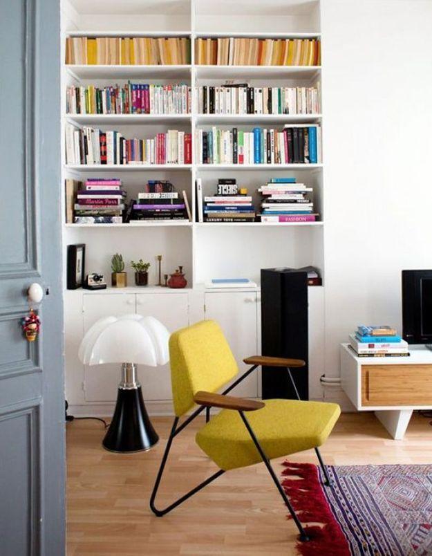 La lampe Pipistrello dans un salon coloré