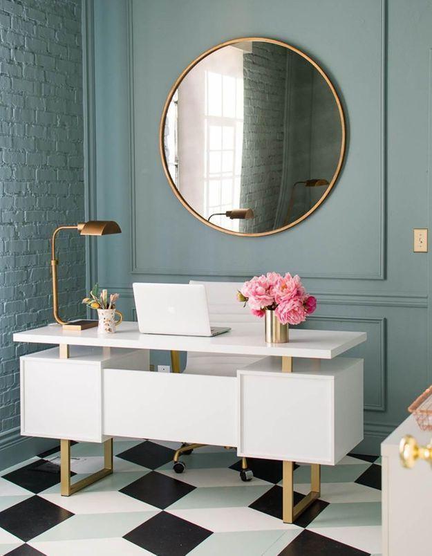 Le miroir rond dans le bureau pour apporter une touche sophistiquée