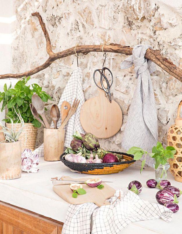 La branche en bois dans la cuisine de Cyrillus