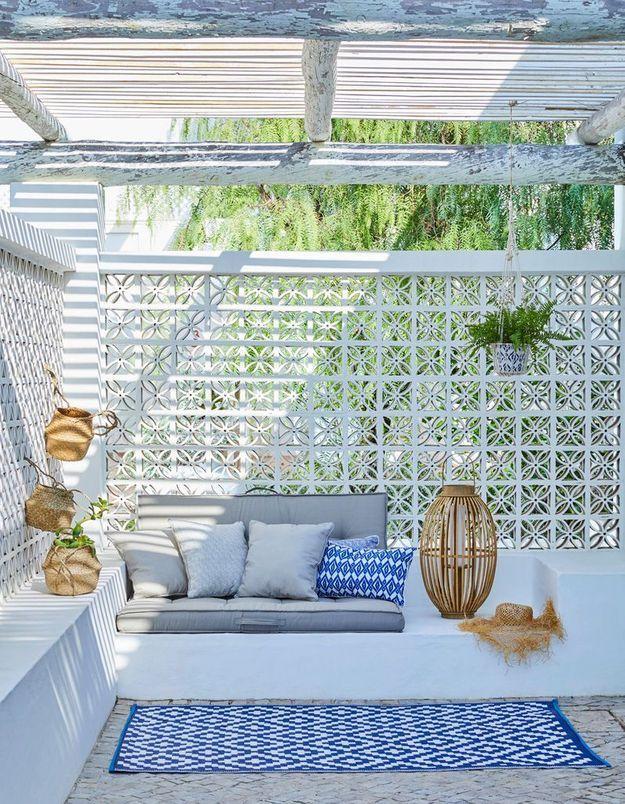 La terrasse bleu et blanche de Carrefour