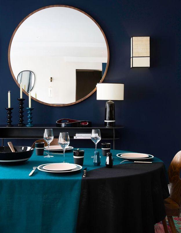 """La table bleue et noire """"Slave"""" de Maison Sarah Lavoine"""