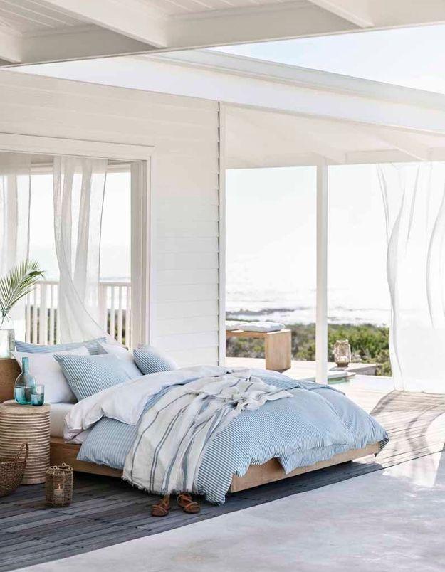 Une chambre à l'esprit nouveau bord de mer