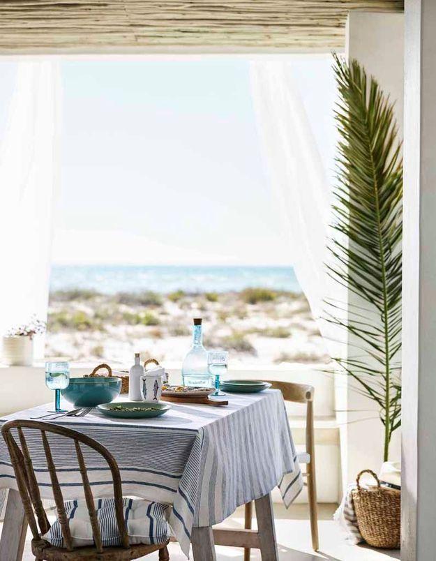 Une déco de table comme un pique-nique chic sur la plage