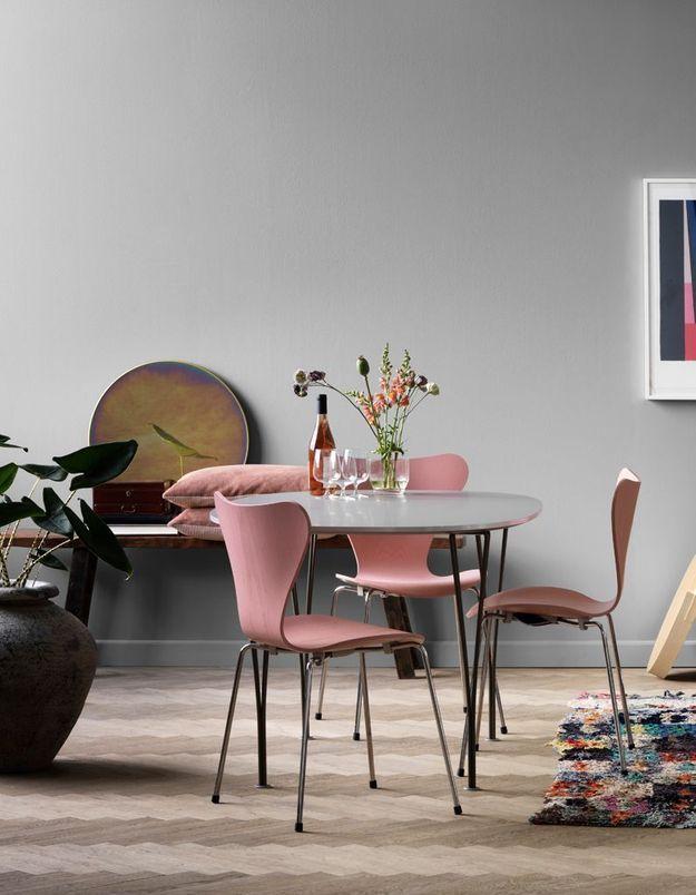 Table à manger et chaises pastel Fritz Hansen