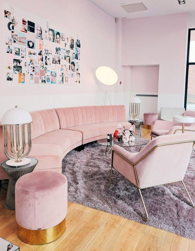 Un salon rose girly chic