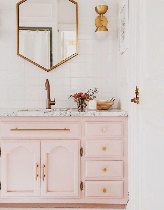 Une cuisine rose à l'ancienne