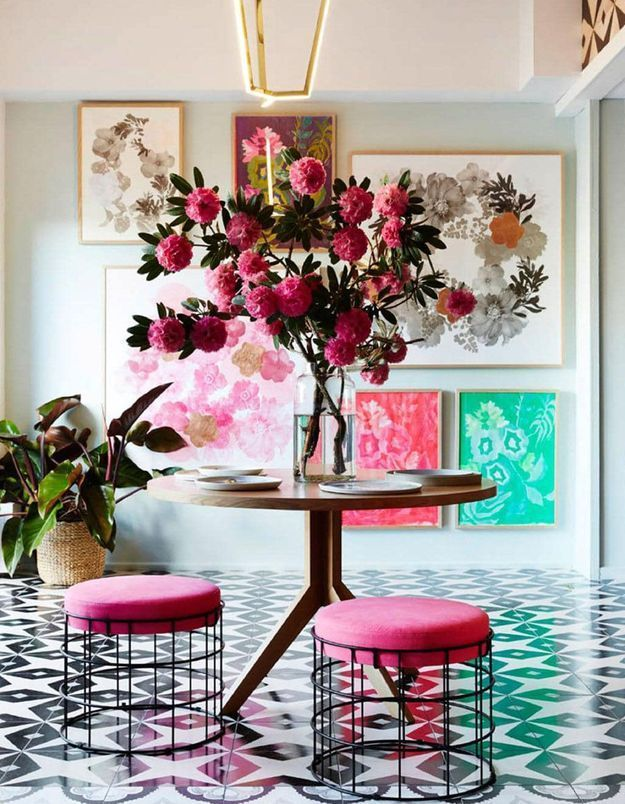Des assises roses au lignes filaires
