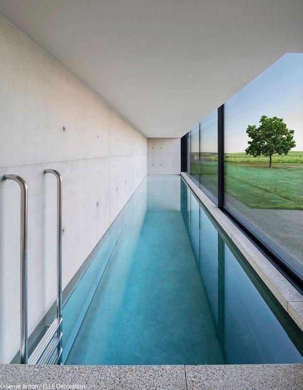 Un bassin de nage en beton