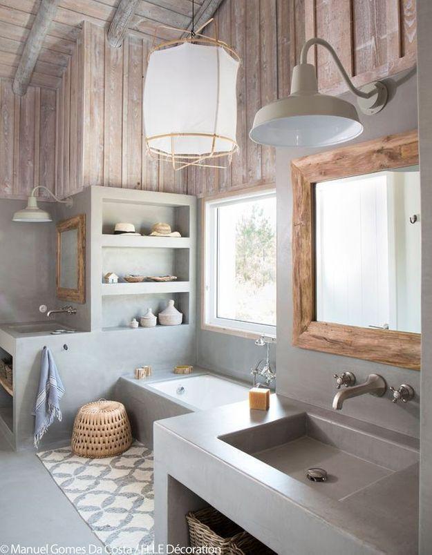 Une salle de bains rustique et élégante