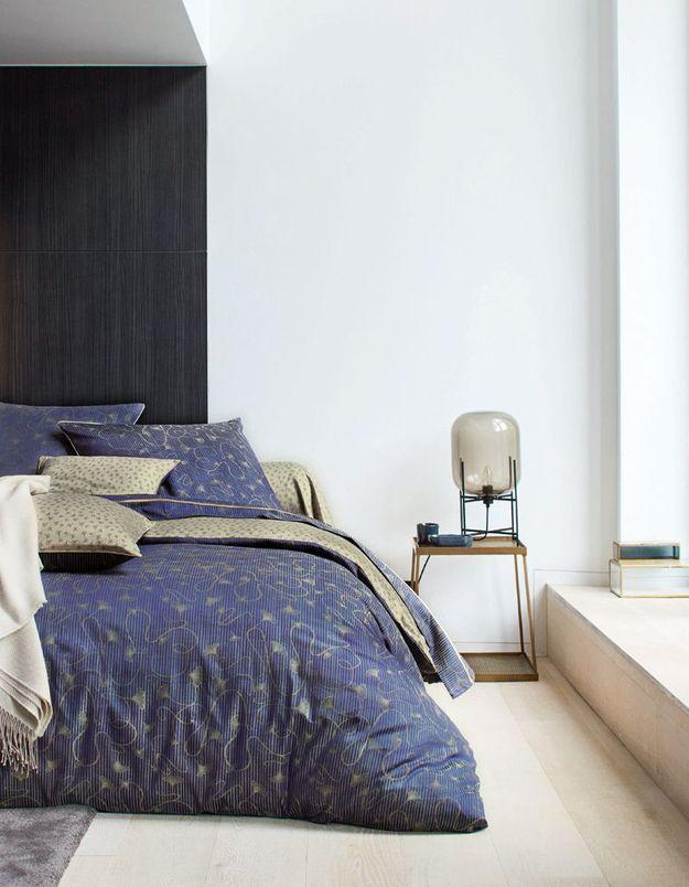 Du linge de lit bleu marine