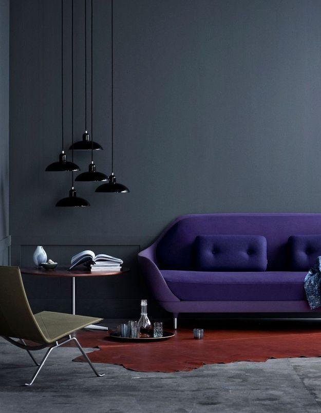 Un canapé violet