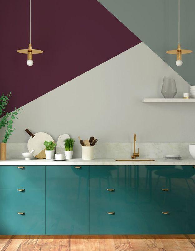 Une cuisine pourpre, vert d'eau et bleu turquoise