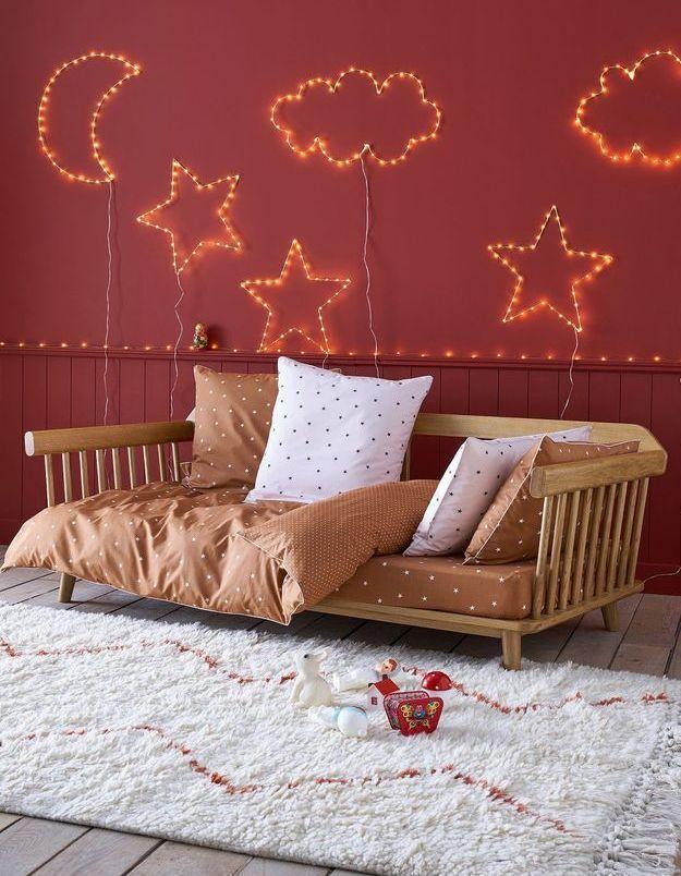 La chambre d'enfant poétique avec le lit banquette chez AM