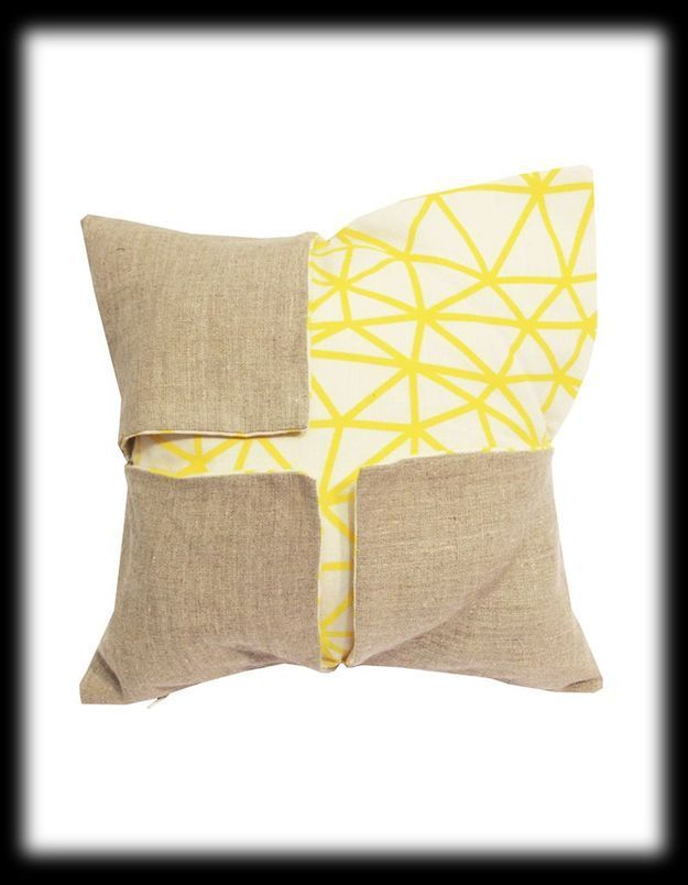 Coussin Cross Shape Line Hello Pillow