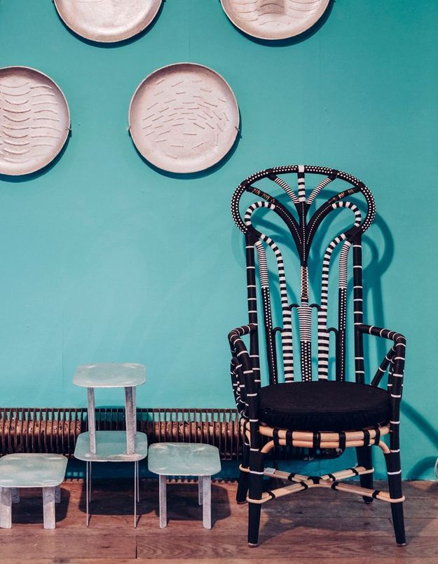 Un fauteuil perlé noir