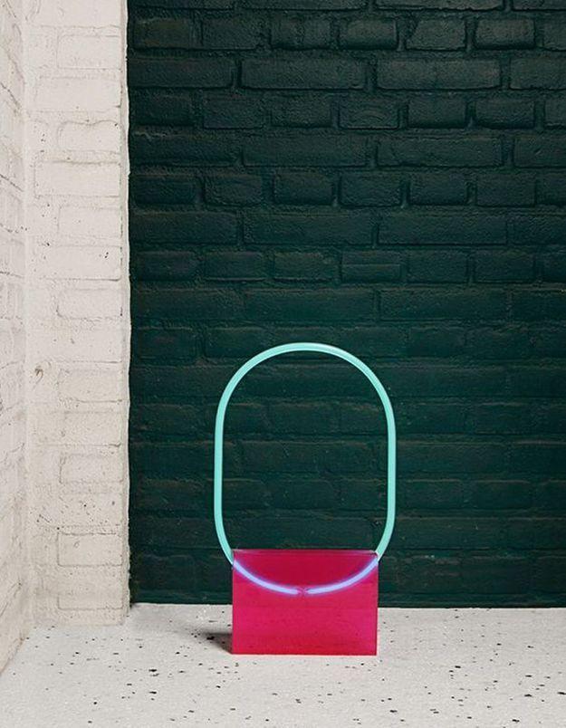 Une lampe en néon pop