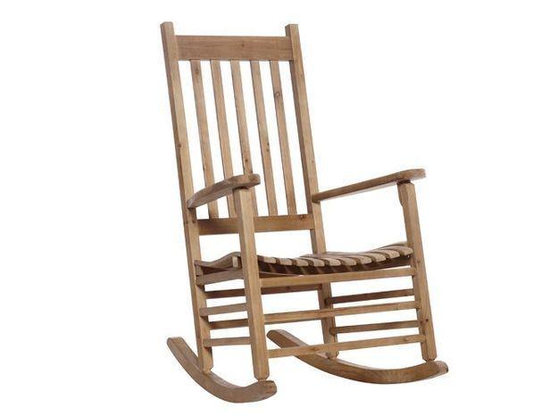 Un rocking chair en bois pour un air folk au salon