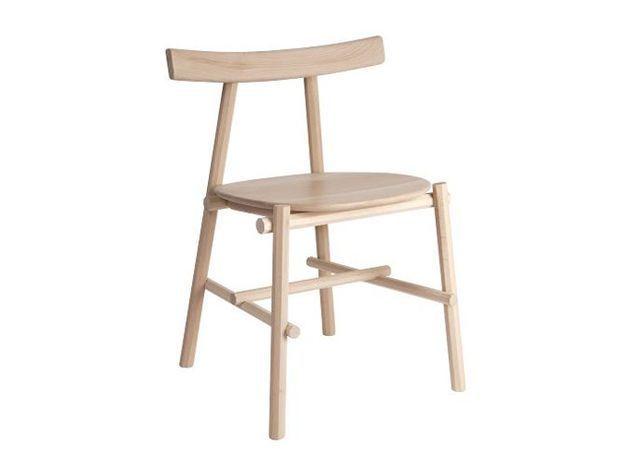 Une chaise design en hêtre