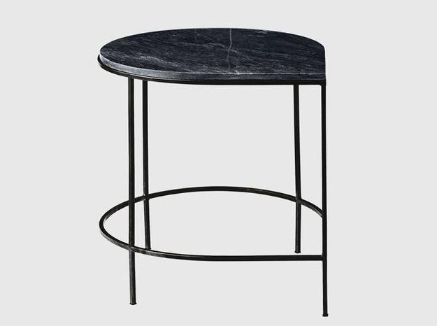Un table basse très épurée en marbre noir