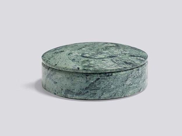 Une petite boîte en marbre vert