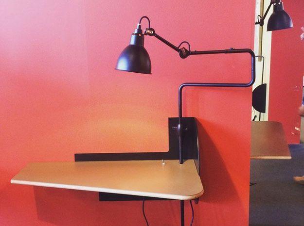 La console et lampe intégrée de Gras