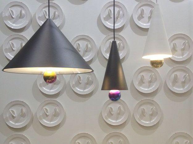 Les assiettes décoratives de Sam Baron et les luminaires de Daniel-Emma Studio pour Petite Friture