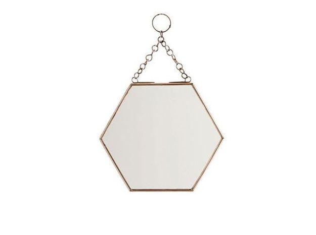 Un miroir hexagonal en laiton