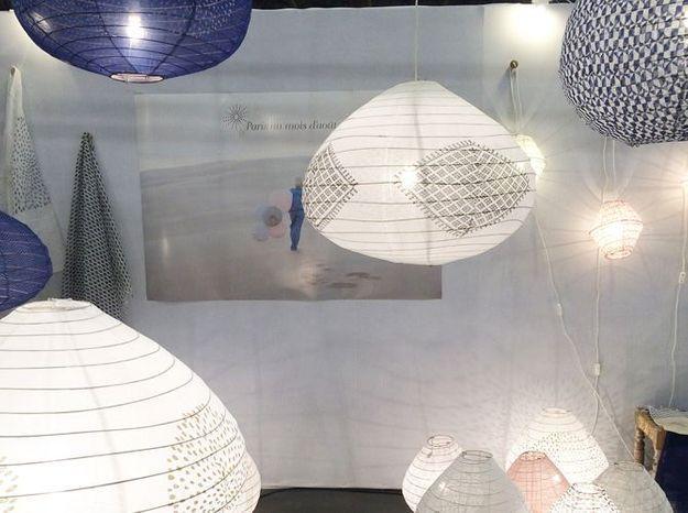 Les luminaires en tissu du Bangladesh de Paris au mois d'août