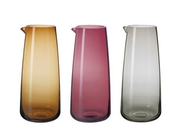 Des carafes en verre coloré pour réveiller sa déco de table
