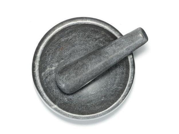 Un mortier et un pilon en marbre pour une touche kinfolk
