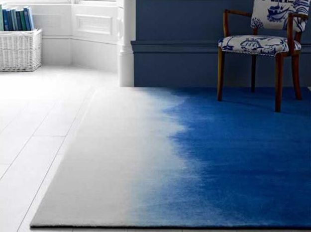 Un tapis tie and dye en velours