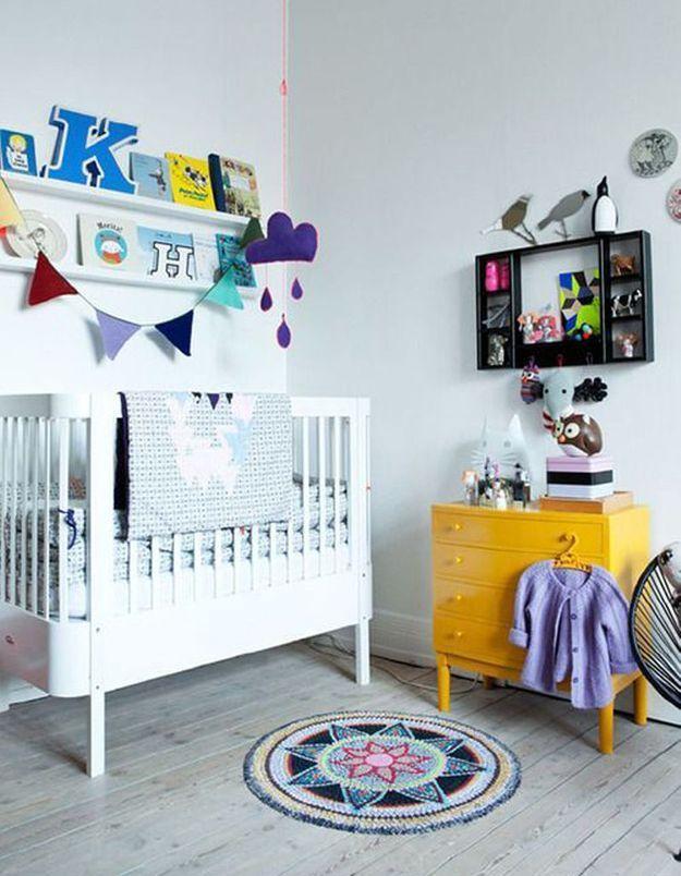 Une chambre de bébé mixte