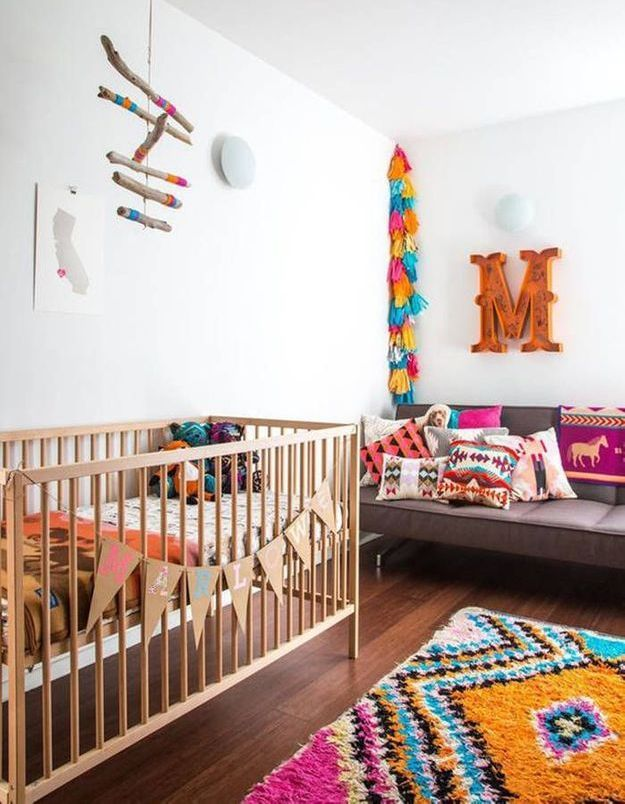Une chambre de bébé colorée