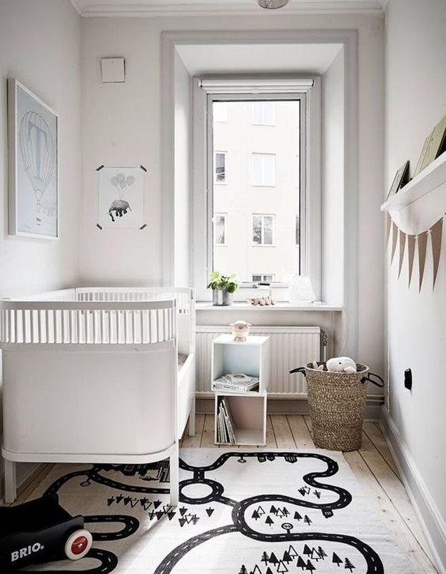 Une chambre de bébé noire et blanche