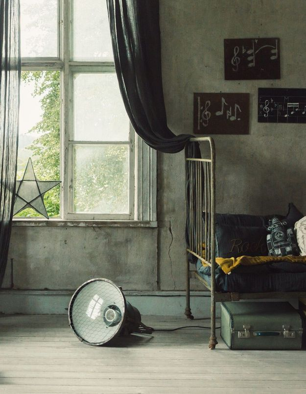 Adoptez le style vintage avec le lit en fer à barreaux