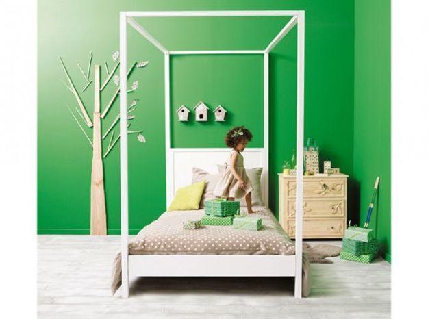 Un lit baldaquin design