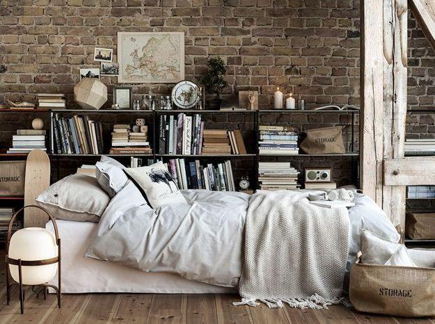 On installe une bibliothéque pour se créer une chambre cosy
