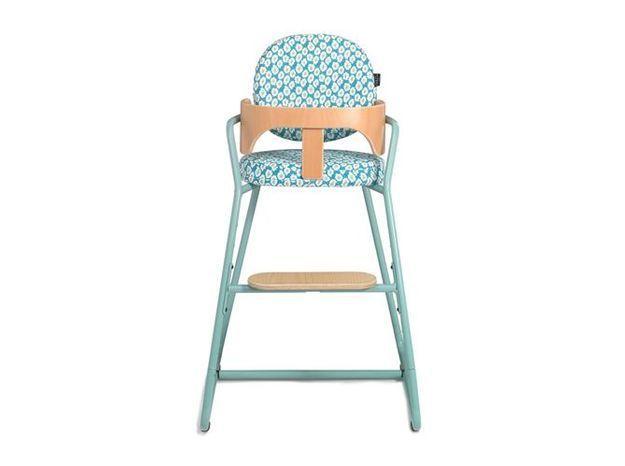 Une chaise haute tubulaire pour une chambre de bébé vintage