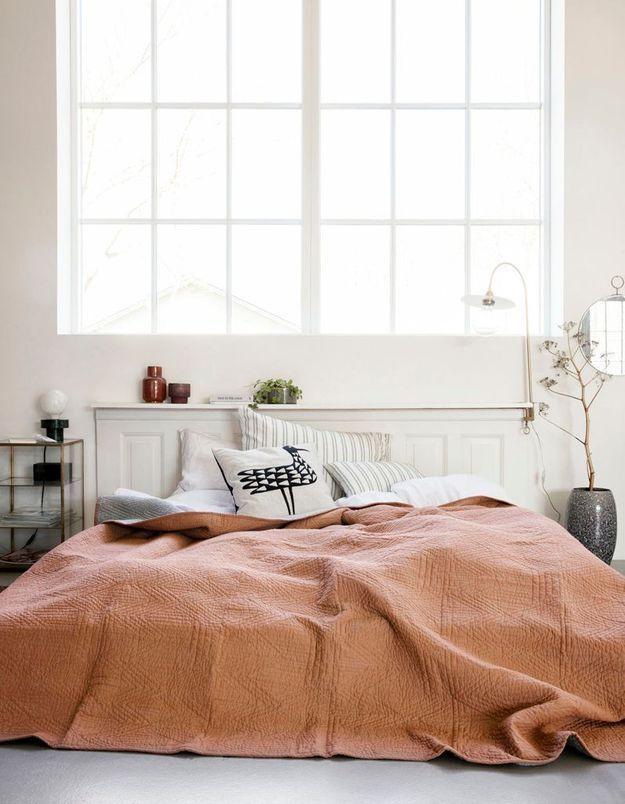 Adopter le lit posé au sol pour une chambre cocooning