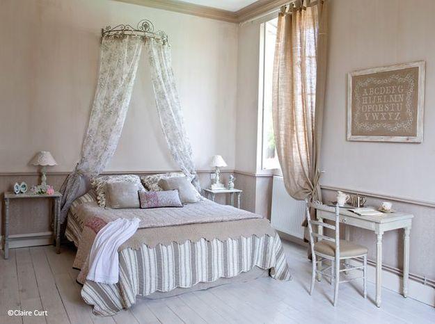 Chambre romantique ciel de lit