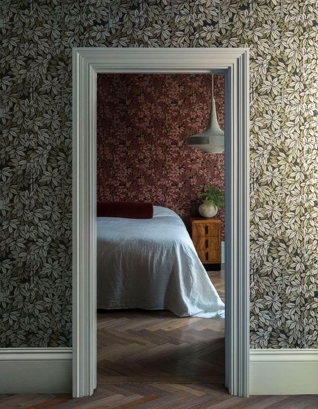 Adoptez le même papier peint dans la chambre que dans le couloir mais dans un autre coloris