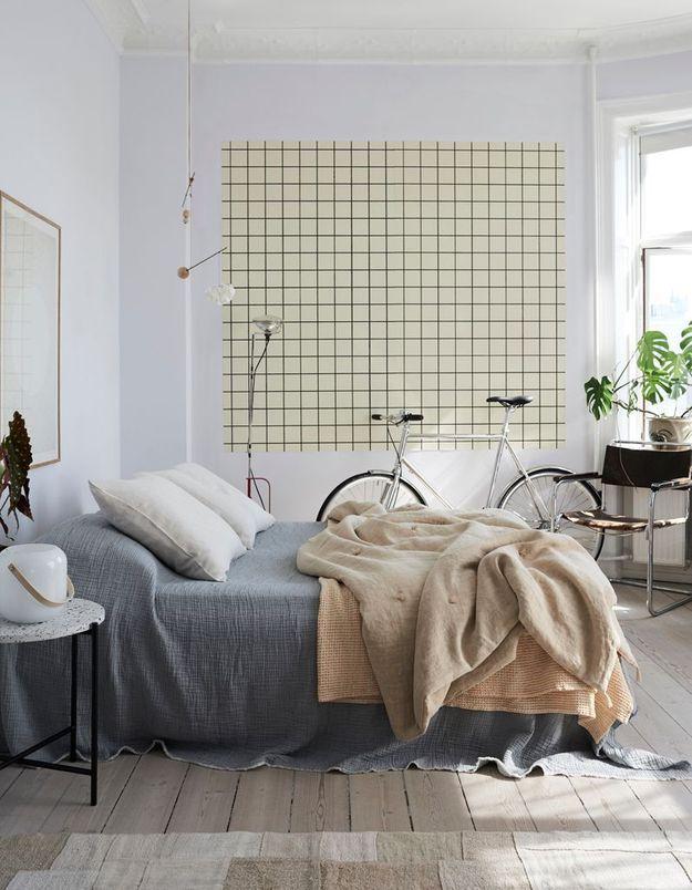 Peignez le plafond de la chambre d'un blanc différent de celui des murs