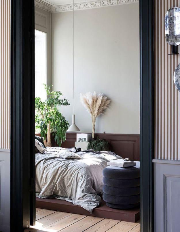 Installez le lit de votre chambre sur un estrade