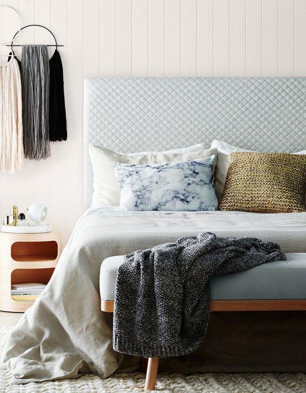 L'idée à retenir : placer un banc en bout de lit