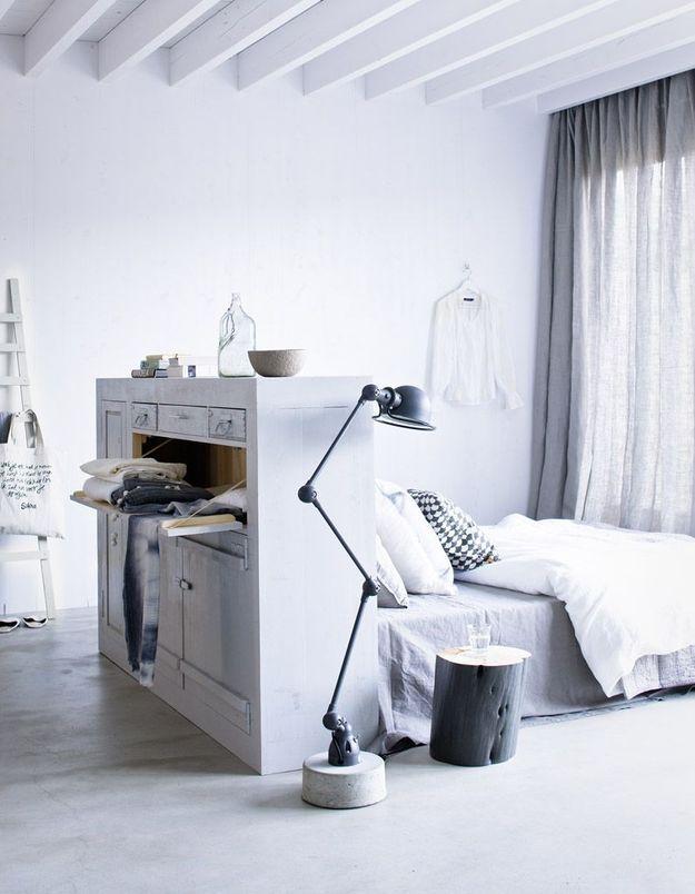 Un meuble en guise de tête de lit
