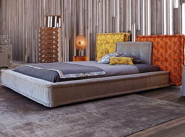 Une tête de lit décomposée