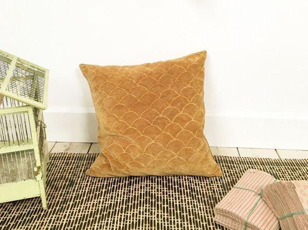 Un coussin cocooning à poser sur le lit ou sur un joli fauteuil