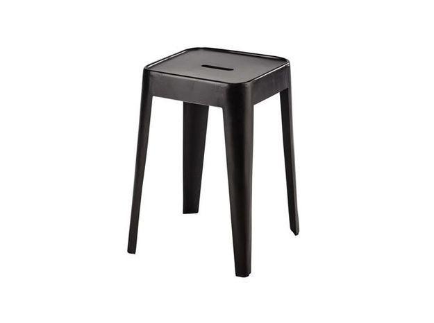Un tabouret industriel comme table de chevet