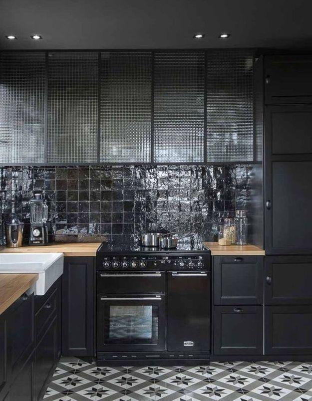 Une belle cuisine entièrement noire