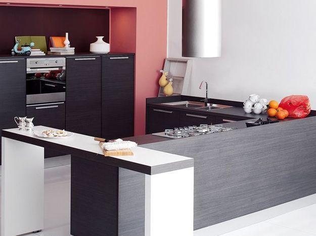 Une cuisine design avec plan de travail en L
